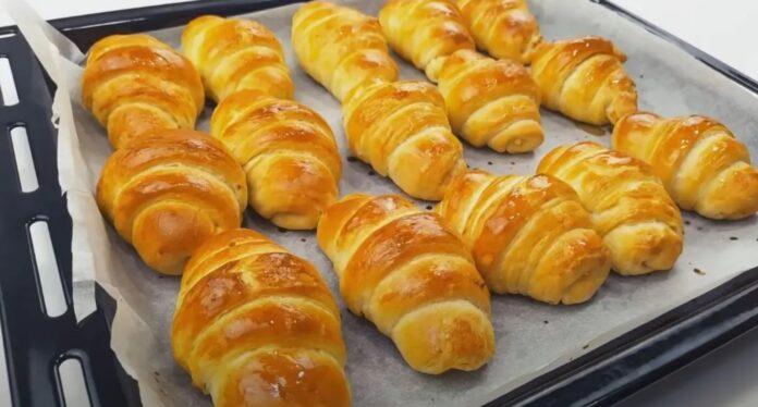Syntages-matinas.gr - Λαχταριστά Κρουασανάκια φτιαγμένα με σπιτικό φύλλο σφολιάτας & γέμιση τυριού.