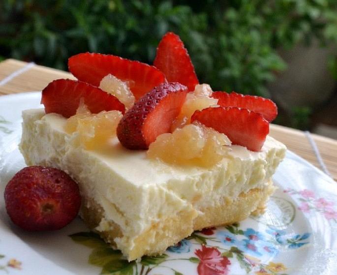 Γλυκό ψυγείου με σαβαγιάρ μους λεμόνι και φράουλες - Syntages-matinas.gr