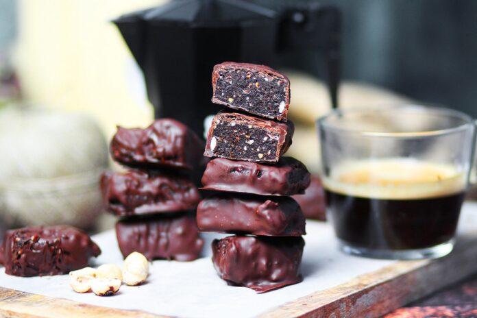 Vegan σοκολατάκια με γέμιση brownies - Syntqages-matinas.gr